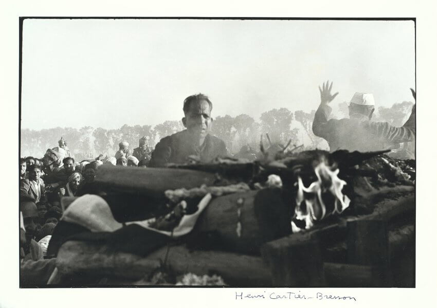 henri-cartier-bresson-funeral-of-gandhi-delhi-india