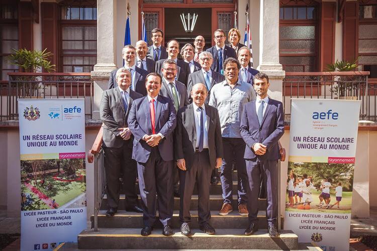 Comitiva das instituições francesas em São Paulo com Raí, presidente da Fundação Gol de Letra