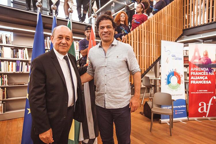 Jean-Yves Le Drian, Ministro da Europa e das Relações Exteriores da França, e Raí, Presidente da Fundação Gol de Letra